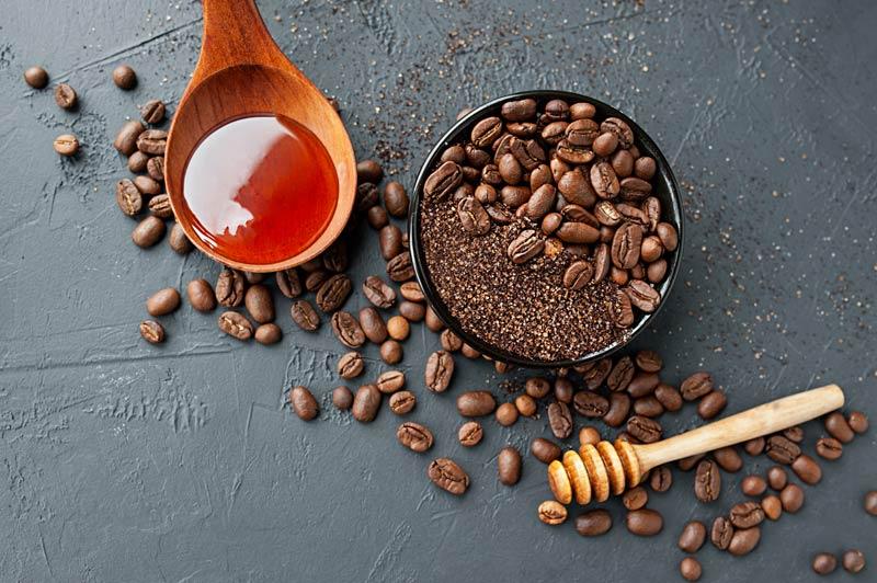 Scrub viso con caffè e miele